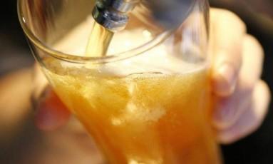 Pais e professores devem estar atentos ao abuso de álcool por adolescentes Foto: REUTERS/Daniel Munoz