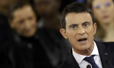 Valls faz discurso anunciando renúncia para disputar o Eliseu Foto: CHRISTIAN HARTMANN / REUTERS
