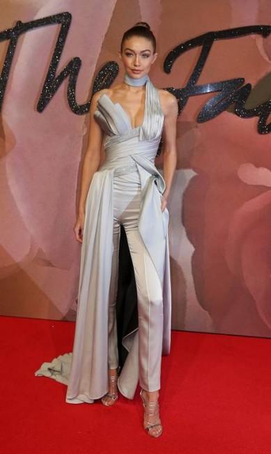Gigi Hadid, de Versace DANIEL LEAL-OLIVAS / AFP