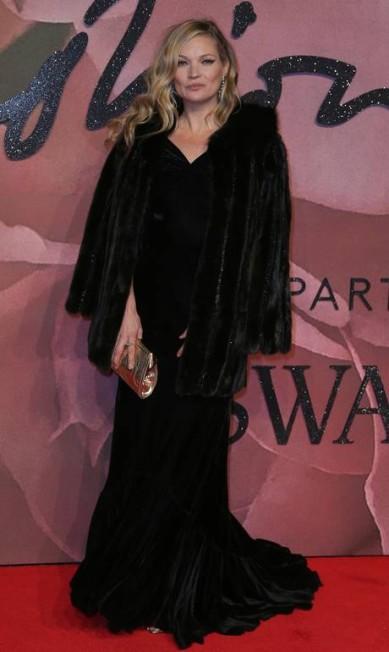 Além de Winnie Harlow, outras modelos brilharam no tapete vermelho, como a inglesa Kate Moss DANIEL LEAL-OLIVAS / AFP