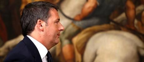 Renzi deixa pronunciamento no Palácio Chigi, sede do governo Foto: ALESSANDRO BIANCHI / REUTERS