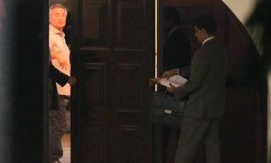 Renan se recusa a receber a notificação oficial sobre a decisão do STF de afastá-lo da presidência do Senado Foto: André Coelho / Agência O Globo
