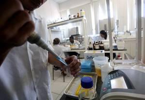 Para especialista, laboratórios são essenciais para o ensino de ciências Foto: Custódio Coimbra / Agência O Globo