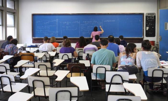 Por causa da falta de perspectivas na carreira, interesse pela licenciatura diminuiu no país Foto: Ivo Gonzalez / Agência O Globo