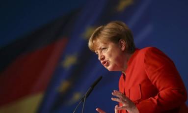 Angela Merkel faz discurso durante congresso do seu partido em Essen, na Alemanha Foto: KAI PFAFFENBACH / REUTERS