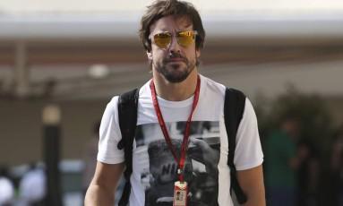 Alonso é um dos nomes mais especulados na Mercedes em 2017 Foto: Kamran Jebreili / AP