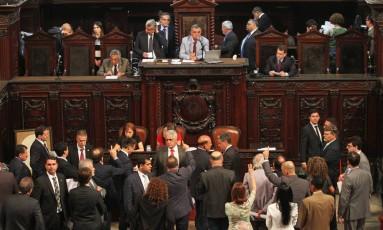 Deputados em sessão no plenário da Alerj em 29/11/16 Foto: Thiago Lontra / Divulgação - Alerj