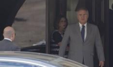 O senador e presidente afastado presidência do Senado, Renan calheiros, deixa a residência oficial em direção ao Senado Foto: Michel Filho / O Globo