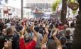 Manifestantes protestam em frente à Alerj no primeiro dia de votação das medidas de ajuste