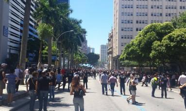 Bombas foram lançadas durante o protesto Foto: Célia Costa / O Globo