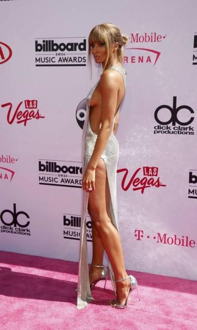 Ciara, no Billboard Music Awards de maio, juntou o combo fenda vertiginosa com recorte poderoso STEVE MARCUS / REUTERS