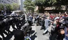 Imediações da Alerj viram praça de guerra durante protesto Foto: Pablo Jacob / Agência O Globo