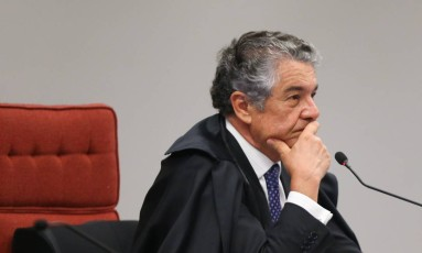 O ministro Marco Aurélio Mello liberou para votação no plenário a decisão liminar pelo afastamento de Renan Calheiros da presidência do Senado Foto: ANDRE COELHO / Agência O Globo