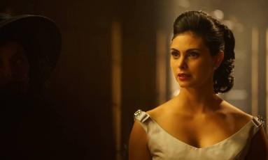 Morena Baccarin na série 'Gotham' Foto: Divulgação