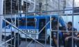 PMs prenderam nove pessoas Foto: Agência O Globo