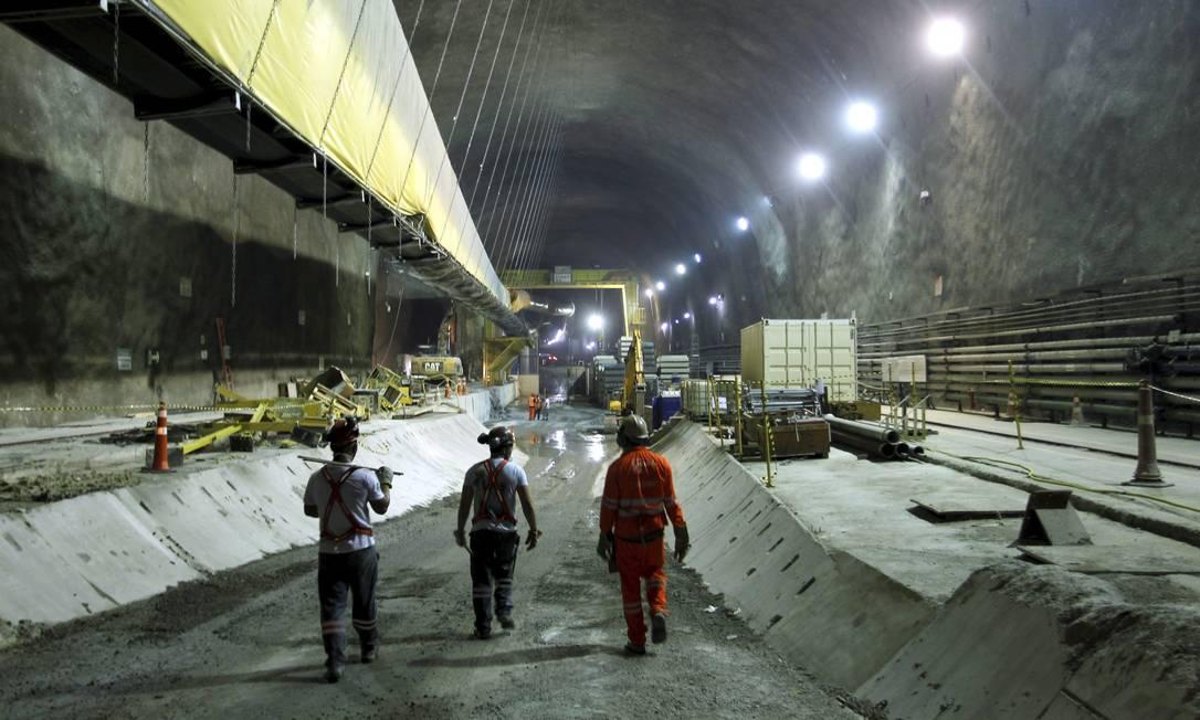 Crivella pretende apoiar o estado para tentar concluir as obras da Estação Gávea da Linha 4 do metrô Foto: Gabriel de Paiva / Agência O Globo