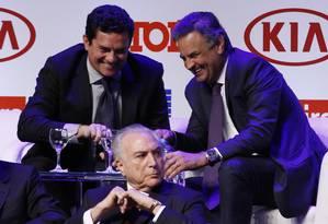 Michel Temer participa de premiação da revista Istoé com o juiz Sergio Moro e o senador Aecio Neves, em São Paulo Foto: Edilson Dantas / Agência O Globo