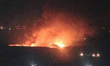 Explosão atingiu arredores de aeroporto de Mezzeh, em Damasco Foto: Reprodução/Twitter