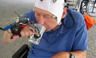 Pacientes tetraplégicos que testaram o sistema precisaram de apenas dez minutos para entender seu funcionamento Foto: Reprodução