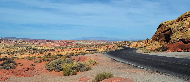 No Valley of Fire, em Nevada, uma boa estrada liga os vários pontos de visitação Foto: Cristina Massari / O Globo