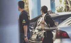 Adriana Ancelmo, mulher do ex-governador Sergio Cabral, chega à sede da Policia Federal Foto: Alexandre Cassiano / Agência O Globo