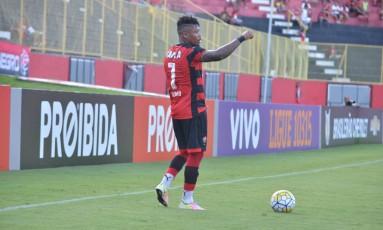 Destaque do Vitória em 2016, Marinho é especulado no Flamengo em 2017 Foto: Divulgação/Esporte Clube Vitória