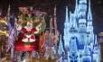 O desfile de Natal do Mickey's Once Upon a Christmastime Parade, no Magic Kingdom