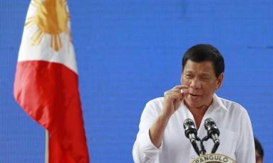 Duterte gesticula durante discurso em Manila Foto: Aaron Favila / AP