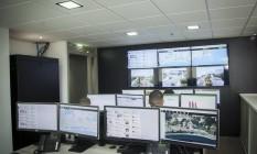 Central de monitoramento faz vigilância 24 horas por dia Foto: Analice Paron / Agência O Globo