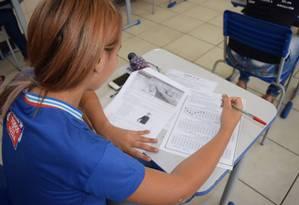 Aluna faz simulado do Enem em escola no Nordeste Foto: GOVBA / Suami Dias