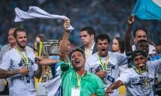 Renato Gaúcho comemora sua segunda Copa do Brasil Foto: Jefferson Bernardes / AFP