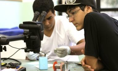 O satélite foi construído por estudantes da Escola Municipal Tancredo Neves, em Ubatuba Foto: EXPLORE MÍDIA