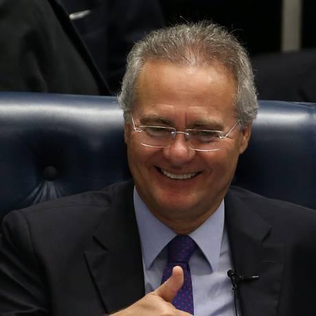 O presidente do Senado, Renan Calheiros (PMDB-AL), rasgou elogios ao vice-presidente da Casa, senador Jorge Viana (PT-AC), pelo seu papel nas negociações que levaram à decisão do Supremo Tribunal Federal (STF) Foto: Ailton de Freitas / O Globo