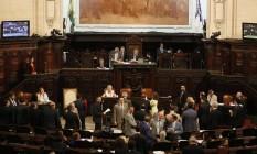 Deputados votam pacote de ajuste fiscal no plenário da Alerj Foto: Pablo Jacob / Agência O Globo