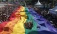 Parada LGBT deve lotar Copacabana no domingo Foto: Mônica Imbuzeiro / Agência O Globo / Agência O Globo
