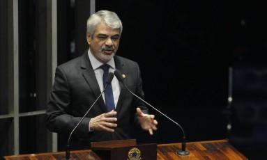 O líder do PT no Senado, Humberto Costa (PE) Foto: Givaldo Barbosa / Agência O Globo / 21-11-2016