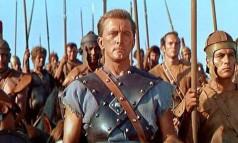 """""""Spartacus"""". Kirk Douglas também foi o produtor do filme dirigido pelo cineasta Stanley Kubrick, em que interpreta um escravo gladiador Foto: 1960 / Divulgação"""