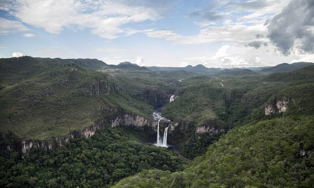 O Rio Preto, que forma as cachoeiras que podem ser vistas do Mirante da Janela, poderá ter suas nascentes protegidas com a ampliação do Parque Nacional da Chapada dos Veadeiros Hermes de Paula / Agência O Globo