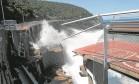 Desabamento. Ondas batem no trecho onde a estrutura ruiu, no dia 21 de abril, na Avenida Niemeyer: denúncia do MP aponta falha no cálculo do projeto Foto: Custódio Coimbra/21-04-2016