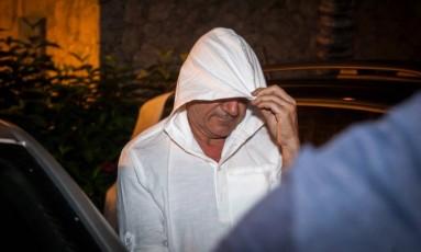 Rino Polato deixa a Deat, no Leblon, após prestar depoimento Foto: Hermes de Paula / Agência O Globo