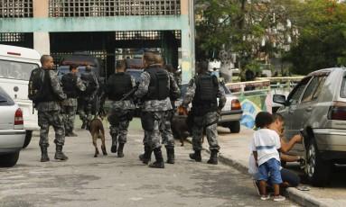 Policiamento é reforçado no Morro dos Prazeres, após morte de turista italiano Foto: Gabriel de Paiva / Agência O Globo