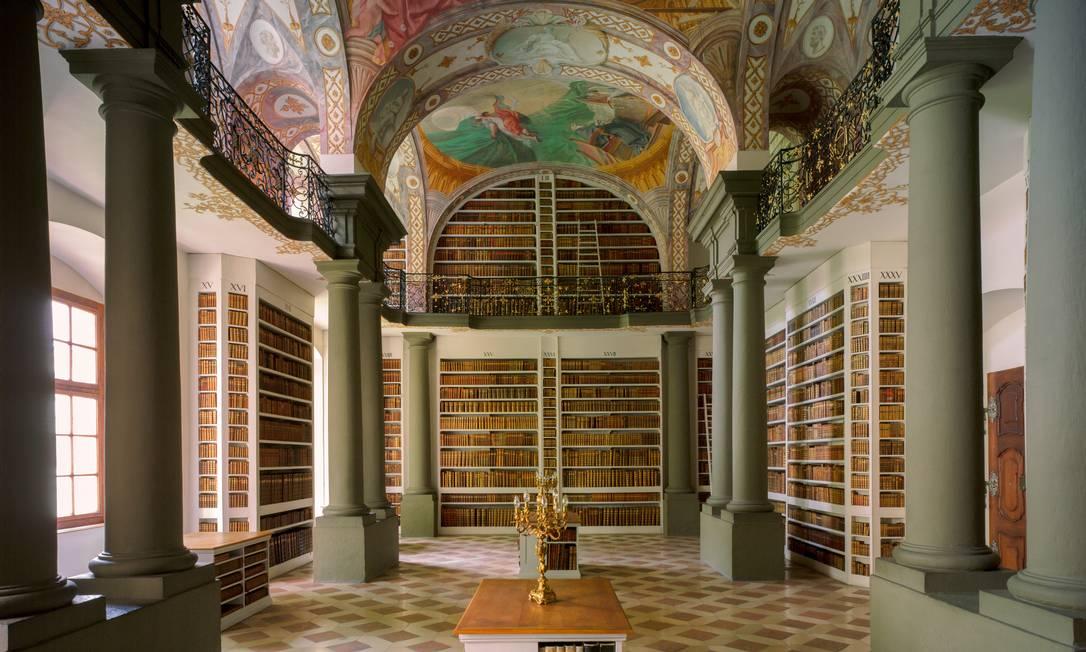 A biblioteca, de 1730, tem afrescos do artista Cosmas Damian Asam TODD EBERLE / Divulgação