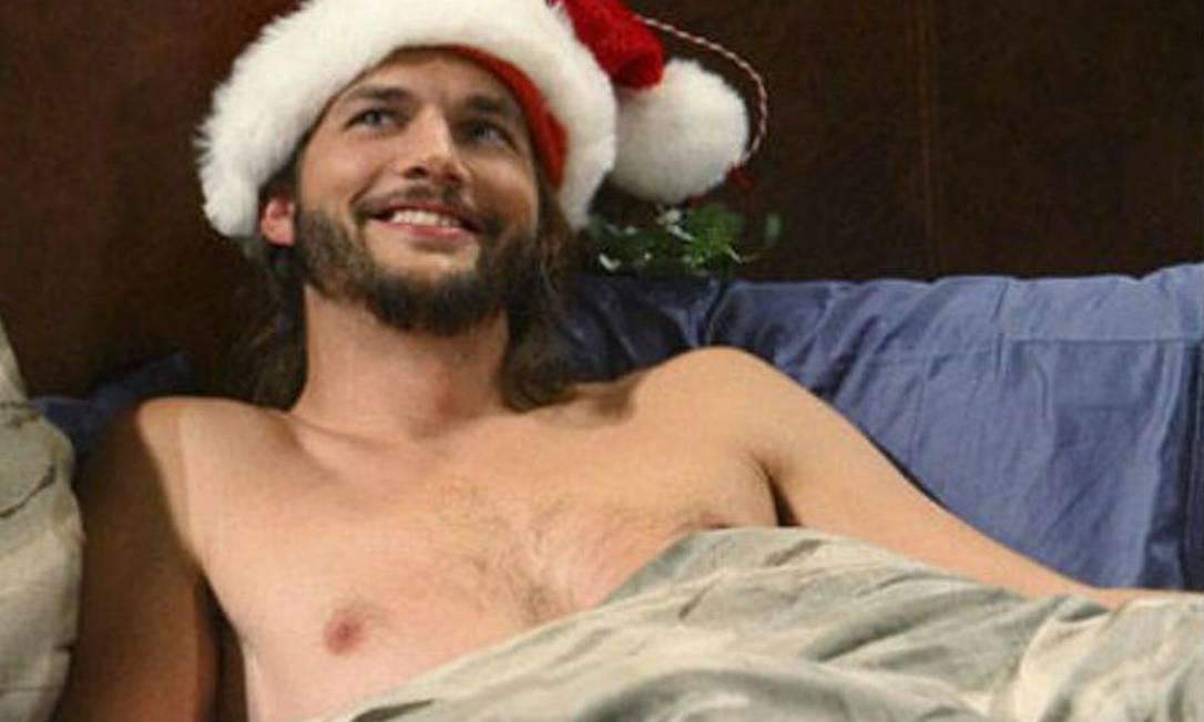 """Com apenas um gorro, Ashton Kutcher causou no seriado """"Two and a Half Man"""", em 2011 Divulgação"""
