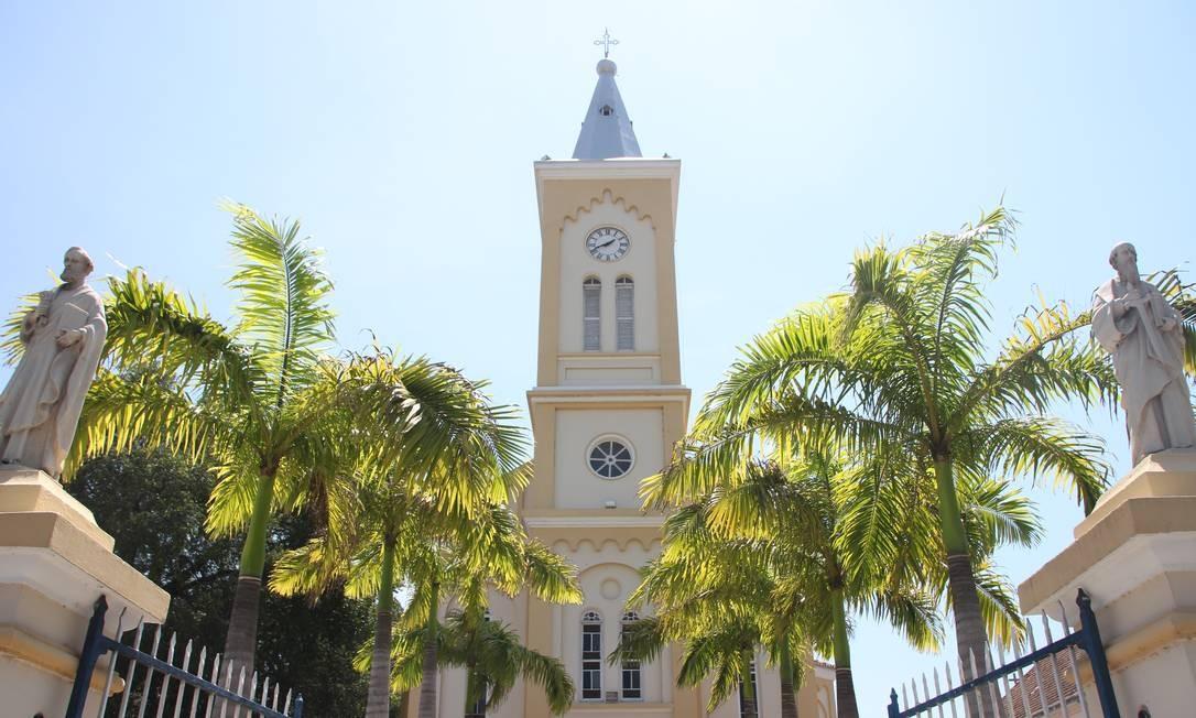 A entrada da Igreja da Matriz Nossa Senhoda do Desterro, na praça central de Quissamã: ar de cidade de interior. Foto: Eduardo Maia / O Globo