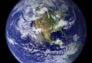 Imagem da Terra, registrada pela Nasa: agora, um grupo de pesquisadores descobriu indícios da existência de um novo planeta, que classificam como 'super-Terra' Foto: AFP