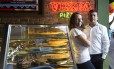 Os irmãos Marcelo e Marcelly de Moraes dos Santos escolheram uma área bem conhecida por eles para abrir a franquia de uma rede de pizzas na Tijuca Foto: Leo Martins / Agência O Globo