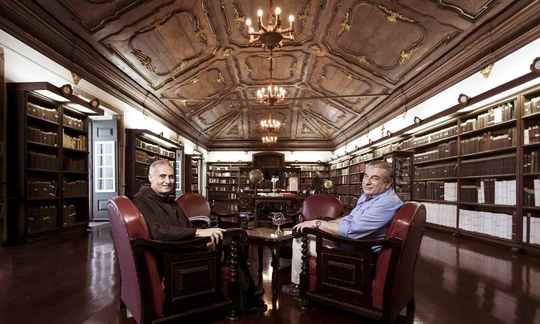O livro tem textos de George Ermakoff e Dom Mauro Fragoso, e apresenta em três capítulos a história do Mosteiro Foto: Leo Martins / Agência O Globo