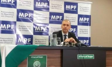 O procurador do MPF em Chapecó Carlos Humberto Prola Júnior: Brasil vai colaborar nas investigações sobre a queda do avião Foto: Luiz Barp/Agência O Globo