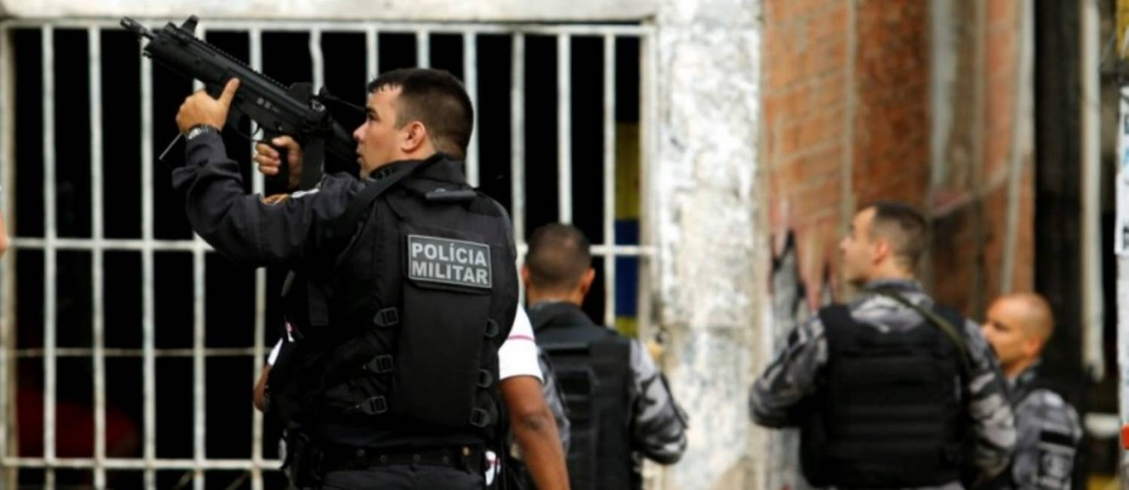 PM realizou operação no Morro do Fallet nesta sexta-feira, após execução de italiano Foto: Gabriel de Paiva/Agência O Globo