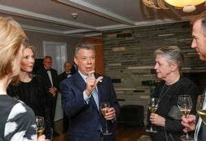 Santos conversa com comitê do Nobel em Oslo Foto: NTB SCANPIX / REUTERS